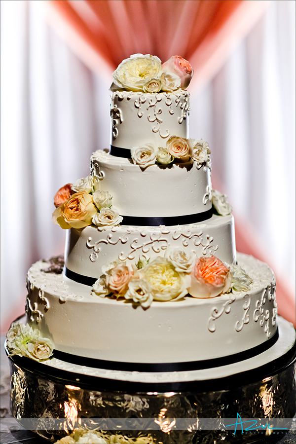 Delicious cake for weddings